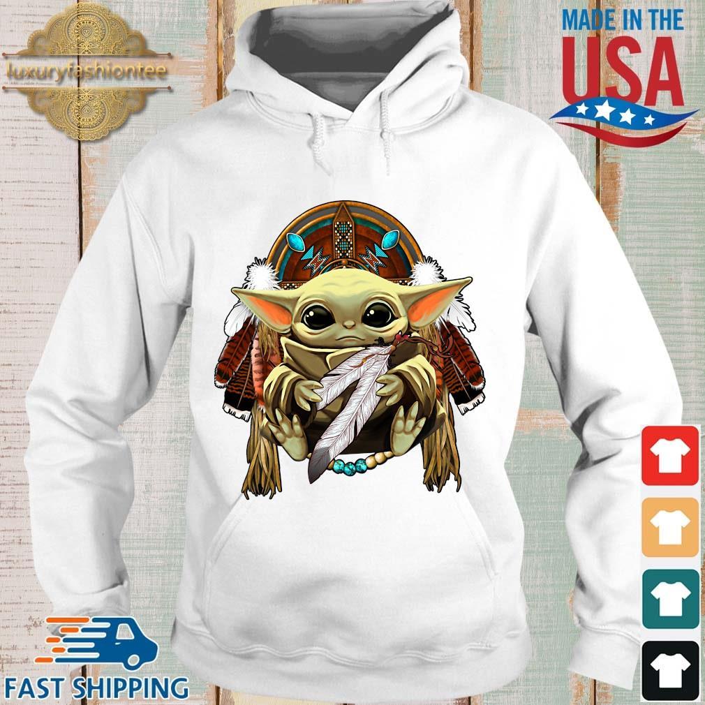 Baby Yoda hug Native American s Hoodie trang
