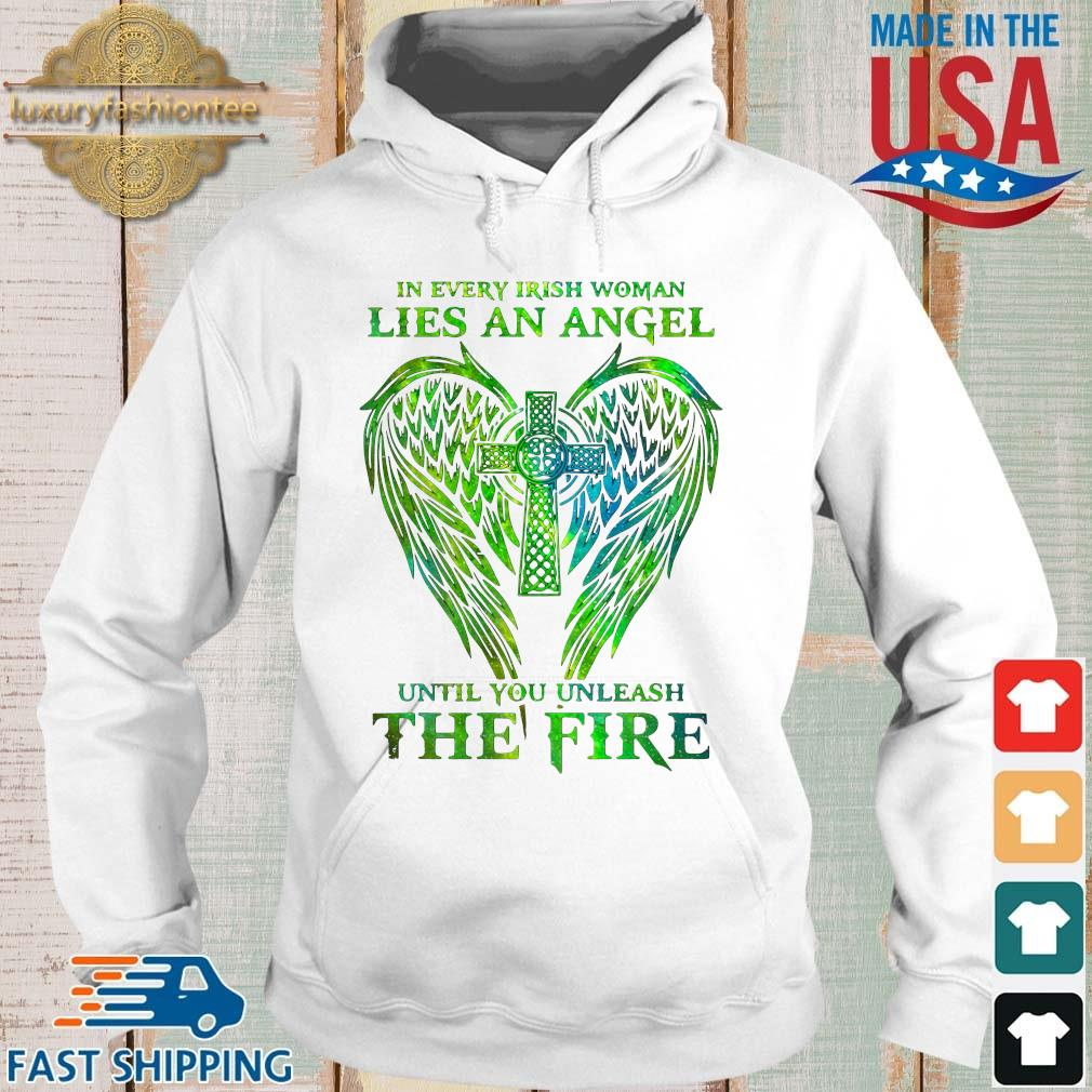 Wings in every irish woman lies an angel until you unleash the fire t-s Hoodie trang